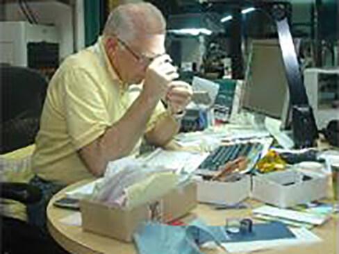 Examining polished diamonds